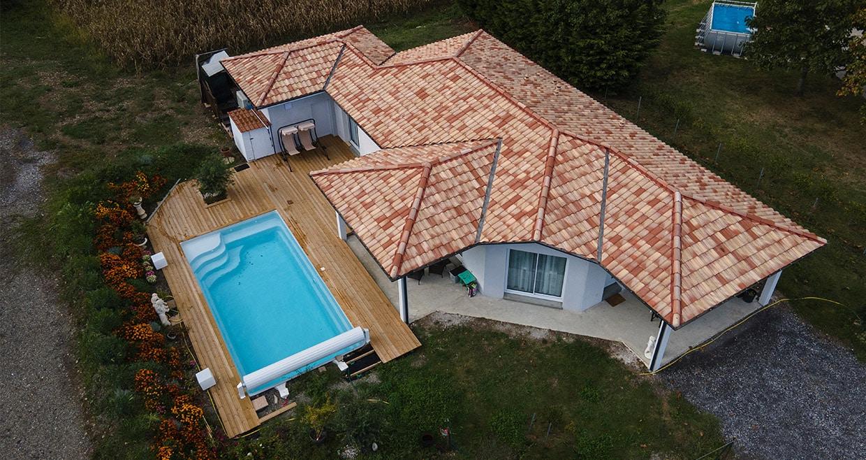 Maison moderne à Bellocq avec jeu de toitures