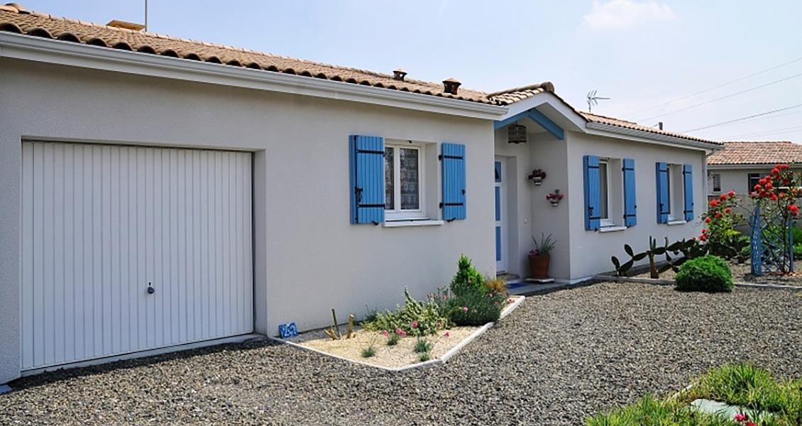 Maison typiquement landaise avec porche et garage intégré