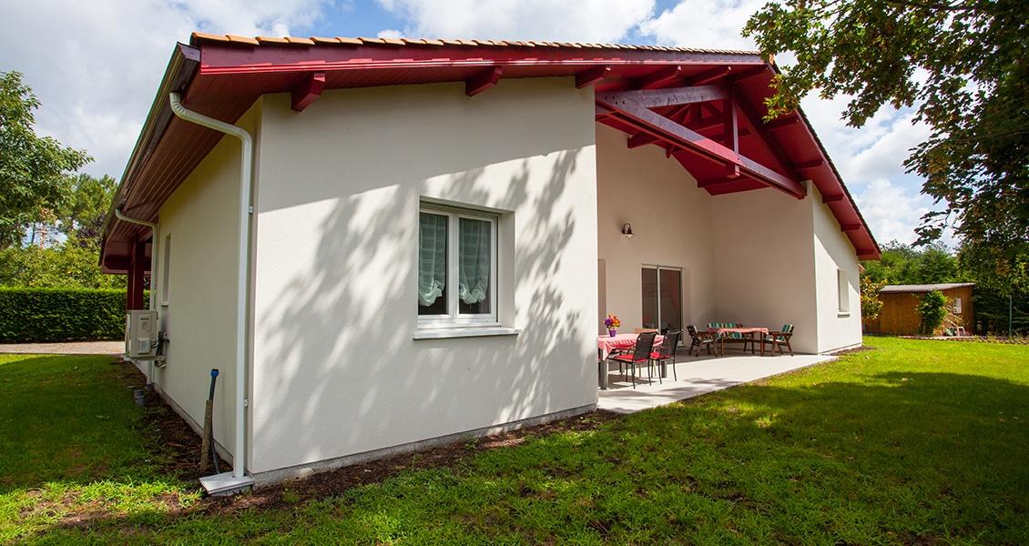 Maison typiquement basque avec colombage et terrasse couverte