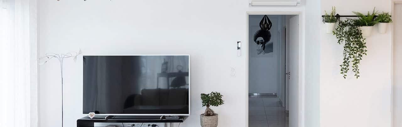 Split pour chauffage dans un salon contemporain avec TV