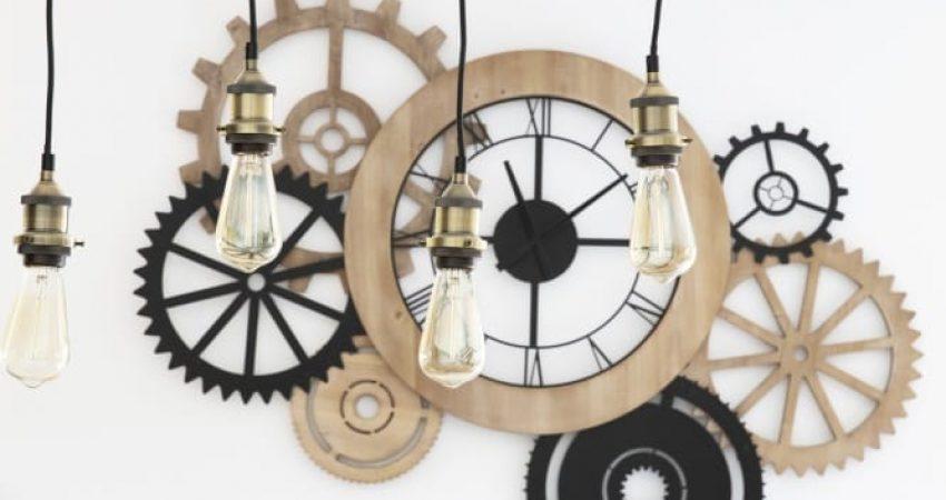 Décoration murale avec mélange de matériaux bois et fer noir et lustre ampoule pour un style industriel