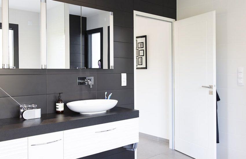 Salle de bain contemporaine avec double vasque