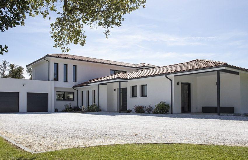 Sublime maison contemporaine en partie à étage avec garage toit plat