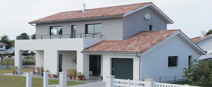 Magnifique maison contemporaine à étage avec terrasse