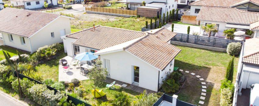 Vue en hauteur d'une maison individuelle de plain-pied à Tosse.